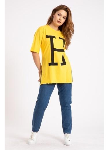 Madame Sare  Kadın H Yazı Baskılı Yırtmaçlı Sarı Tişört Sarı